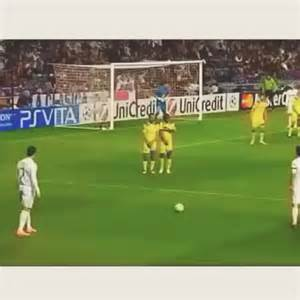 "watch football skillz's vine ""ronaldo freekick!"