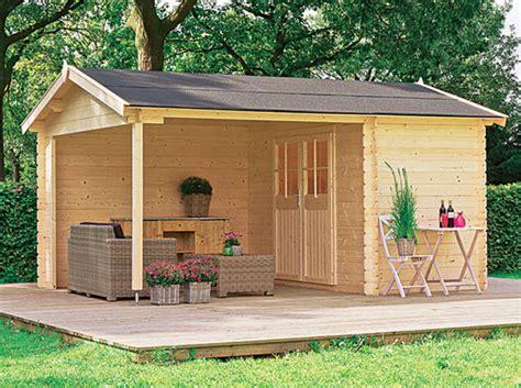 Attrayant Cabane De Plage Pour Jardin #1: Une-cabane-de-jardin-avec-terrasse.jpg