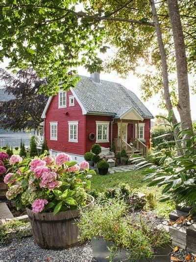cottages and hydrangeas on