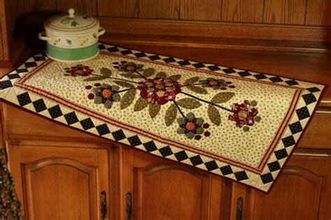 table runner quilt patterns flower table runner by pine valley quilting pattern