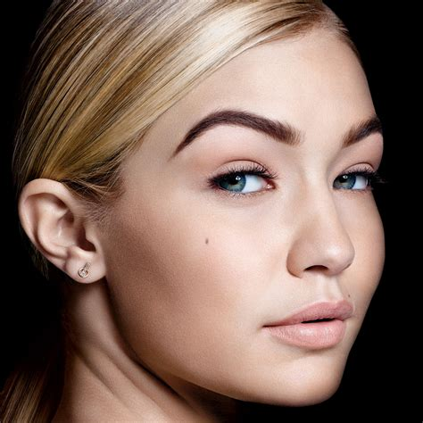 Makeup Maybelline 2018 makeup trends 2017 2018 how to get gigi hadid s maybelline look at daily front row fashion