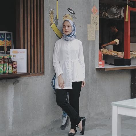 Dc Casual Shoes Warna Hitam Biru 10 inspirasi gaya casual buat ke kantor biar til beda