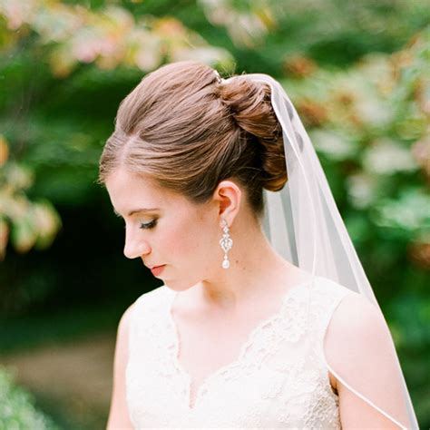 wedding hairstyles that work well with veils brides