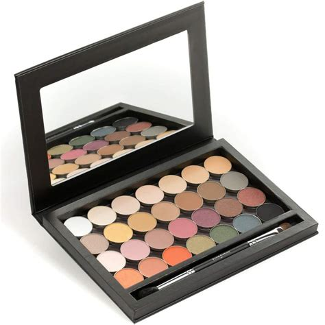 Magenetic Palette With 28 single eye shadow pans with a magnetic makeup palette junkees