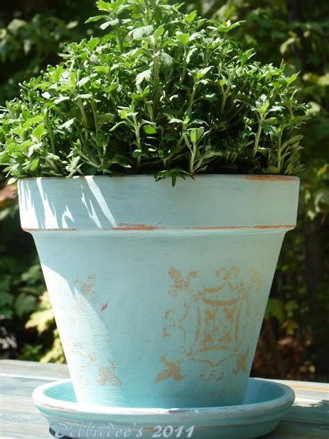 ideas for decorating terra cotta pots in the garden