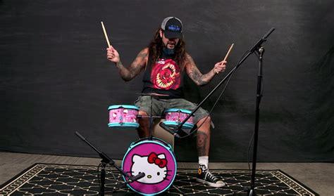 barandilla hello kitty mike portnoy tocando una bater 237 a de hello kitty ent 233 rate