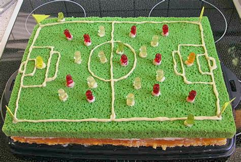 fussball kuchen backen kicker kuchen rezept mit bild slatina chefkoch de