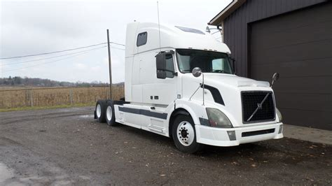 volvo white trucks for sale 2004 volvo vnl670 for sale