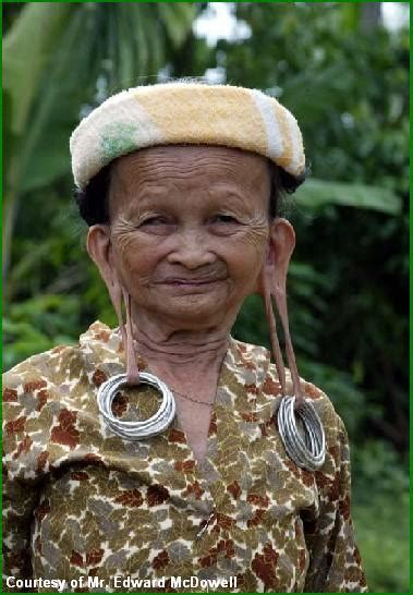 tato dayak kenyah borneo art gallery tradisi telinga panjang suku dayak