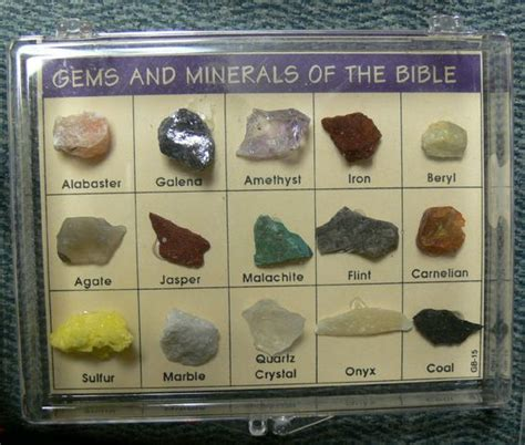 display gems and gemstones on