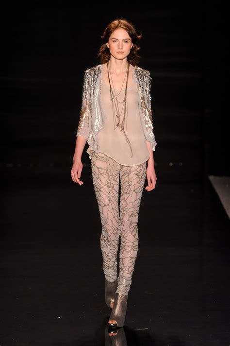 Catwalk To Carpet Fergie In Packham by Packham At New York Fashion Week Fall 2011 Stylebistro