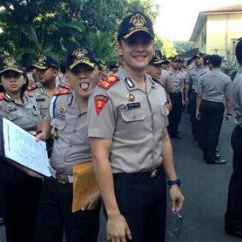foto gambar pak polisi yang ganteng dan polisi wanita yang cantik gambar lucu gif kartun rumah