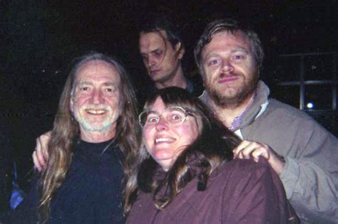 willie nelson fan page willie nelson and fans in amsterdam