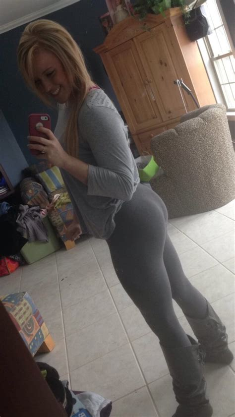 wear yoga pants    working