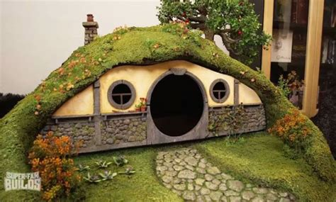 bilbo baggins house this cat litter box is a replica of bilbo baggins house from the hobbit 16 pics