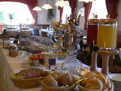 speisesaal high tables hotel alpenrose