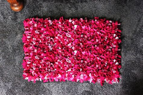 make your own shag rug 1000 ideas about t shirt rugs on rag rugs rug and crochet rugs
