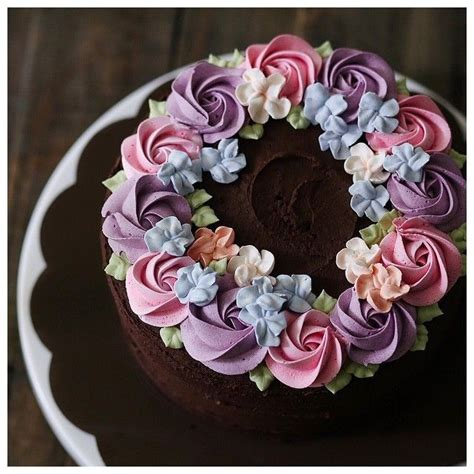 Cake Decorating Flowers Buttercream by 25 Best Ideas About Buttercream Flowers On