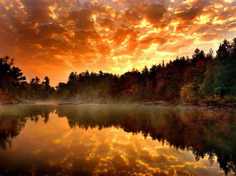 imagenes hermosos atardeceres wallpapernarium hermoso atardecer en una laguna del bosque