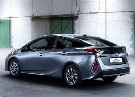 Toyota Prius Hybrid 2017 Toyota Prius In Hybrid Review Price Specs Range