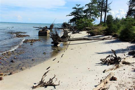 Getas Kretek Pulau Bangka melihat bekas stasiun pengisian minyak kapal timah di pantai olie pier indonesiakaya