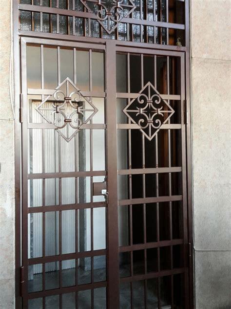 porta inferriata realizzazione inferriate in ferro battuto a livorno