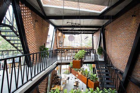 türen shop mưa coffee shop 85 design archdaily