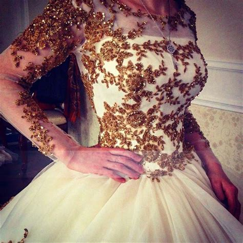 Luxury Wedding Dress 2018 Scoop Long Sleeve Gold Lace Beading Ball Gown Bridal Dress with Long