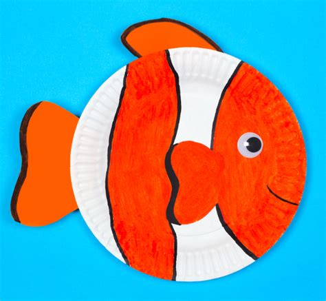 How To Make A Fish Out Of Paper Plate - paper plate fish think crafts by createforless