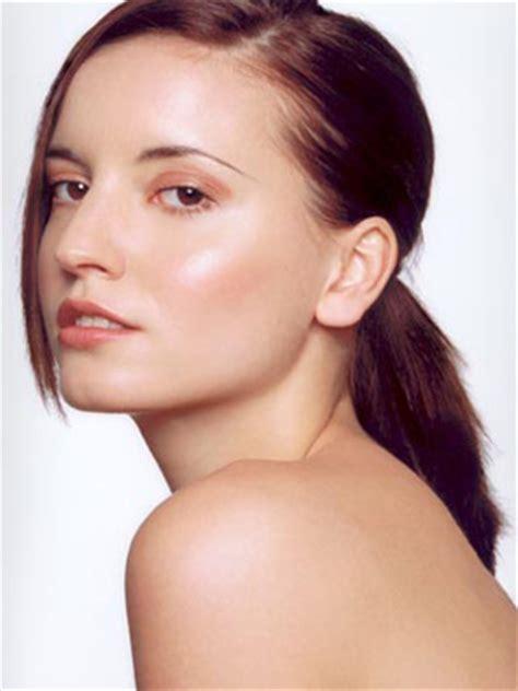Bedak Berassari Bengkuang Bedak Dingin cara cantik dan kulit alami kesehatan wanita