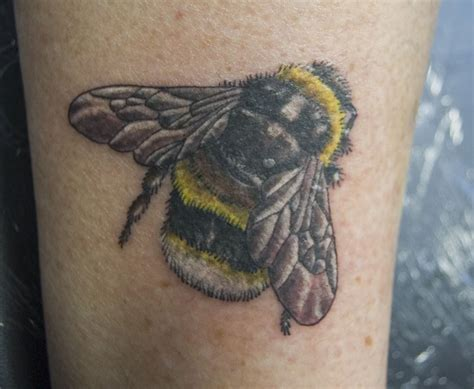 tatto bumble bee pics