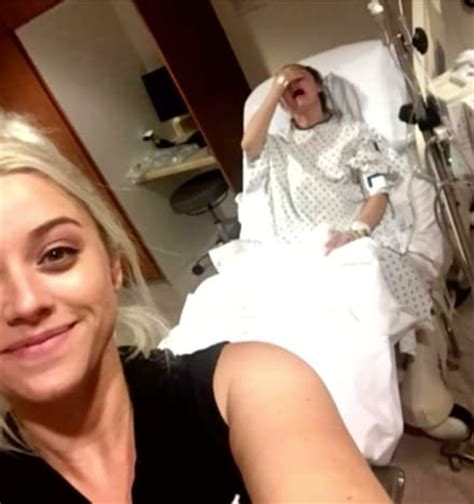 Sister Selfie | woman snaps world s greatest selfie while sister is in