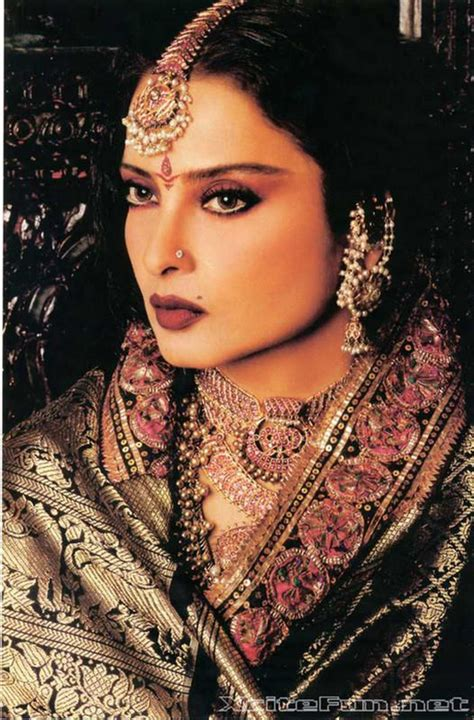 rekha biography in hindi graceful rekha in indian attire style styleicon