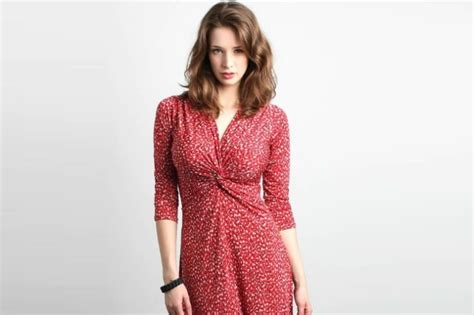 7 Style Tips For A Large Bustline 7 fashion tips for big bust womensok