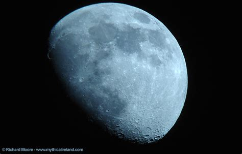 waxing gibbous moon phase definition