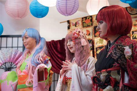 Dress Moshi Moshi wear fashionable kimono and strike a pose at moshi moshi