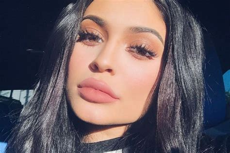 Kyle Kyeyeshadow jenner s makeup blushes are angering fans celebuzz