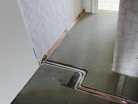 Heizungsrohre Im Boden Verlegen by Sanieren Mit Sockelheizleisten Sbz