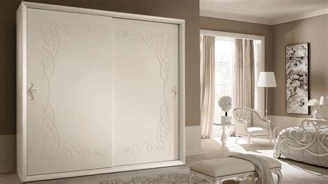 armadio angolare ante scorrevoli armadio con ante scorrevoli in stile classico