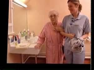 l aide quotidienne la toilette et soins de beaut 233 au