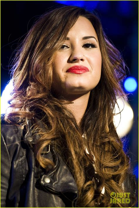 download new song of demi lovato and luis fonsi lady gaga kelly clarkson z100 jingle ball performers