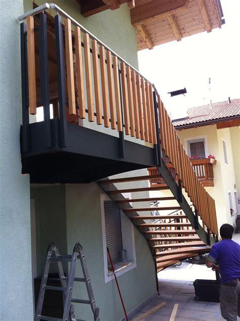 ringhiera da esterno scala da esterno ringhiera legno 02 interbau style