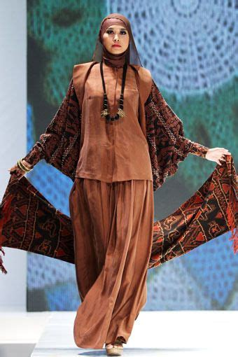Ida Royani Quot West To East Quot Indonesia Islamic Fashion Fair 117 best images about on black abaya
