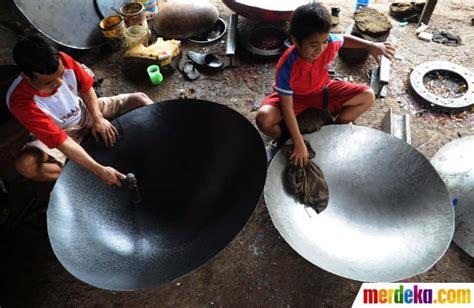 Daftar Wajan Jawa foto perajin wajan dari limbah drum merdeka