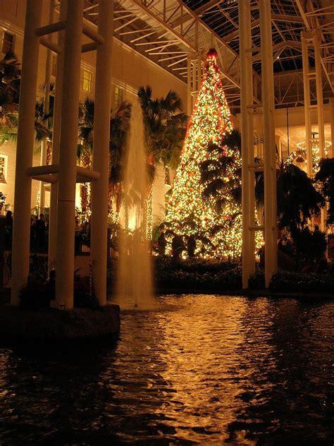 rustic victorian christmas   opryland hotel  nashville