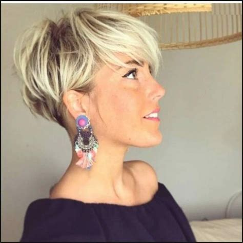 spiked crown with bob cut and long bangs blonde short hair in pixie cut blond 2018 bob frisuren