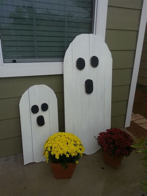halloween pallet wood boos   couple  pallet