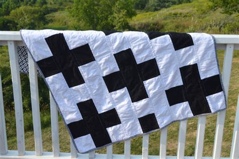 black and white cross quilt pattern a black and white cross quilt newlywoodwards