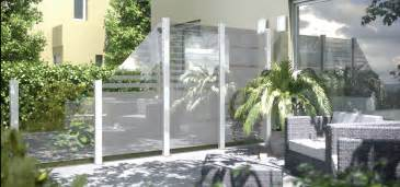 sichtschutz aus glas für terrasse chestha idee windschutz balkon
