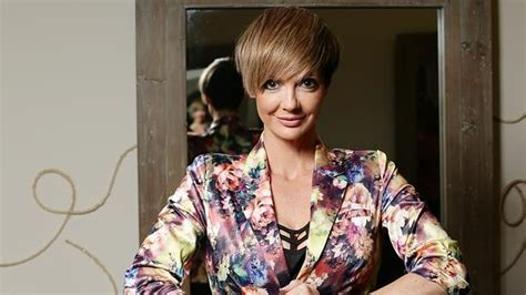 celebrity hair cutting games online women getting hair cut short in pixie style to copy hunger
